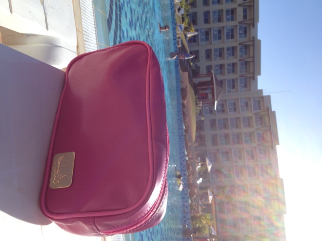 piscina & a necessaire da Holic Fashion!