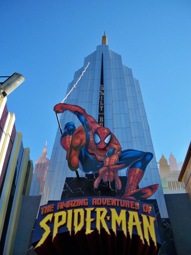 o prédio que abriga The Amazing Adventures of Spider-Man
